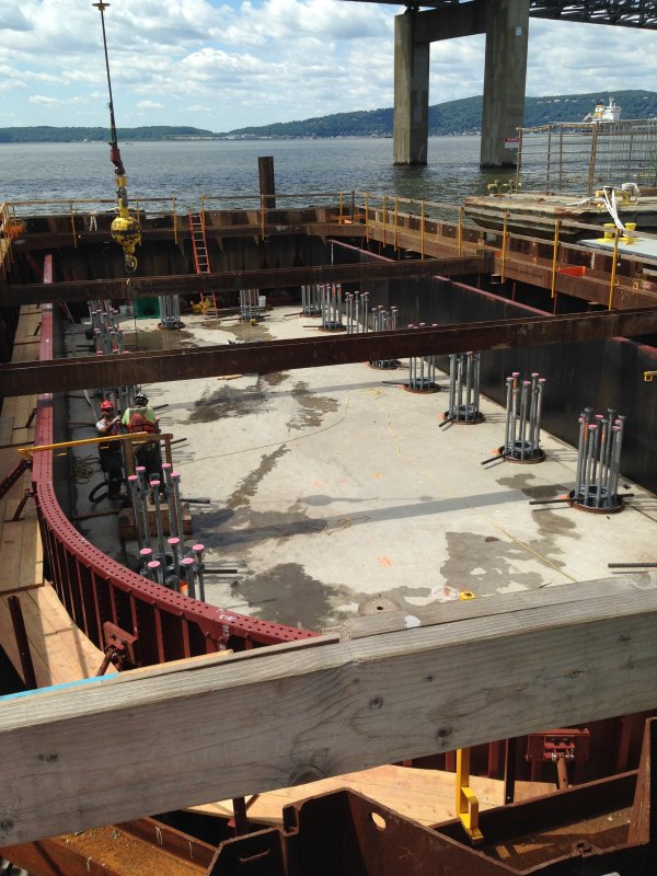 Cofferdam_with_Sheet_Piles_For_TapanZee_Bridge.jpg